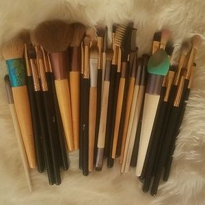 Bundle of 34 mostly EcoTool used brushes